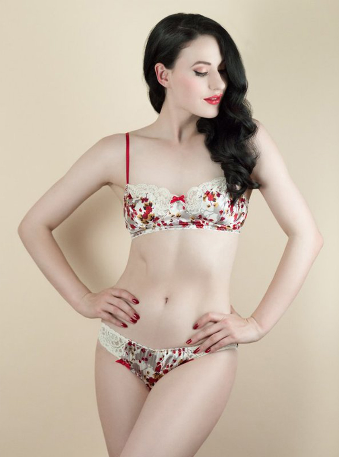 Holly_Red_Bra_And_Knicker_Set